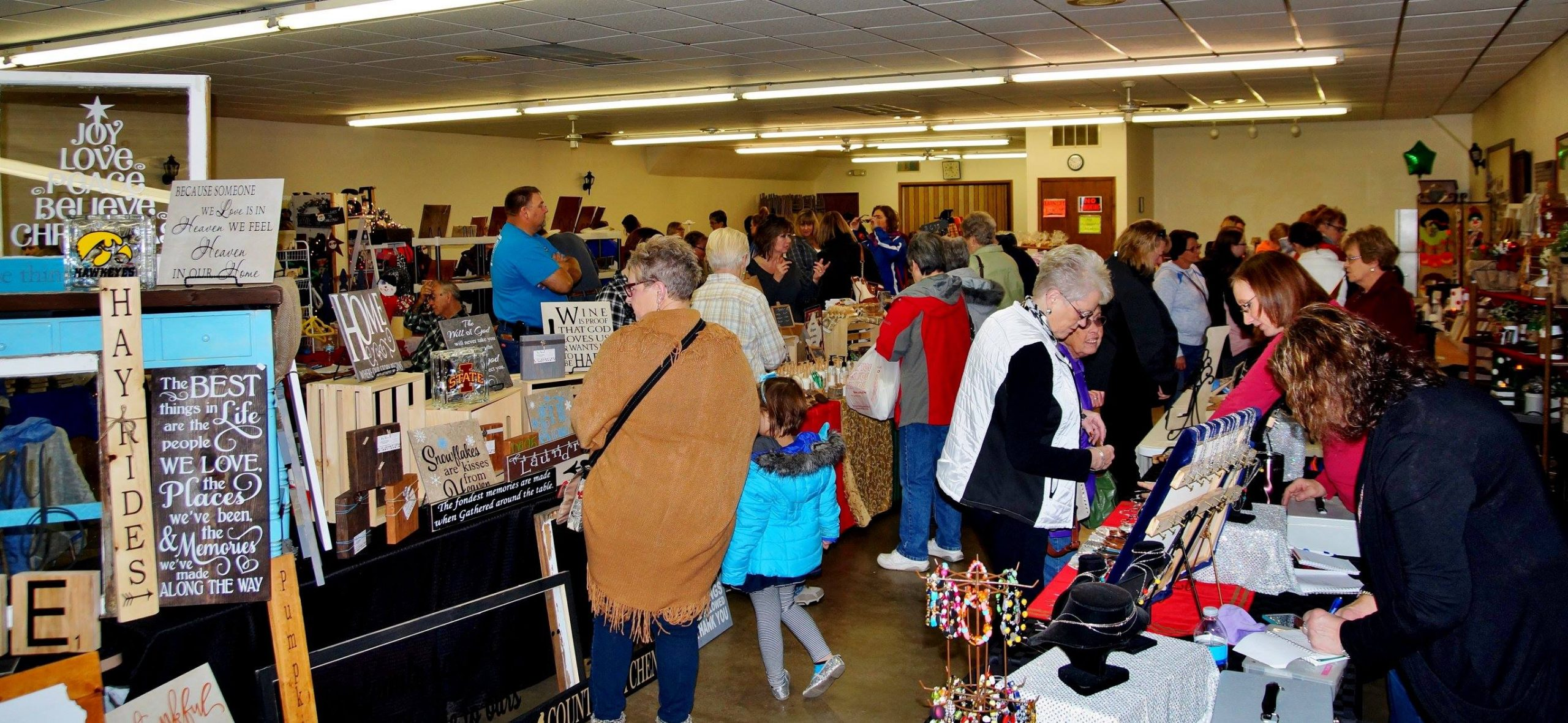 Image of Shoppers at the Fonda Craft Show